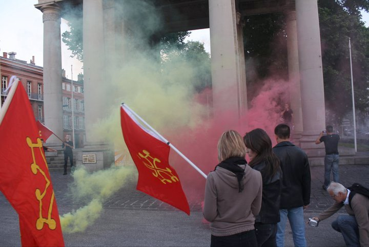 Défilé de Nostra Revolta en souvenir du 9 juin 721 le vendredi 25 mai 2011 à Toulouse, de la place Wilson au monument au mort du boulevard Lazare Carnot