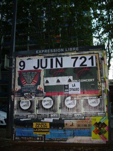 Affichage -9 JUIN 721- en feuilles A4 sur un panneau d'affichage libre de Toulouse - Place de l'Héraklès