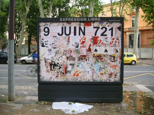 Affichage -9 JUIN 721- en feuilles A4 sur un panneau d'affichage libre de Toulouse - Place du salin